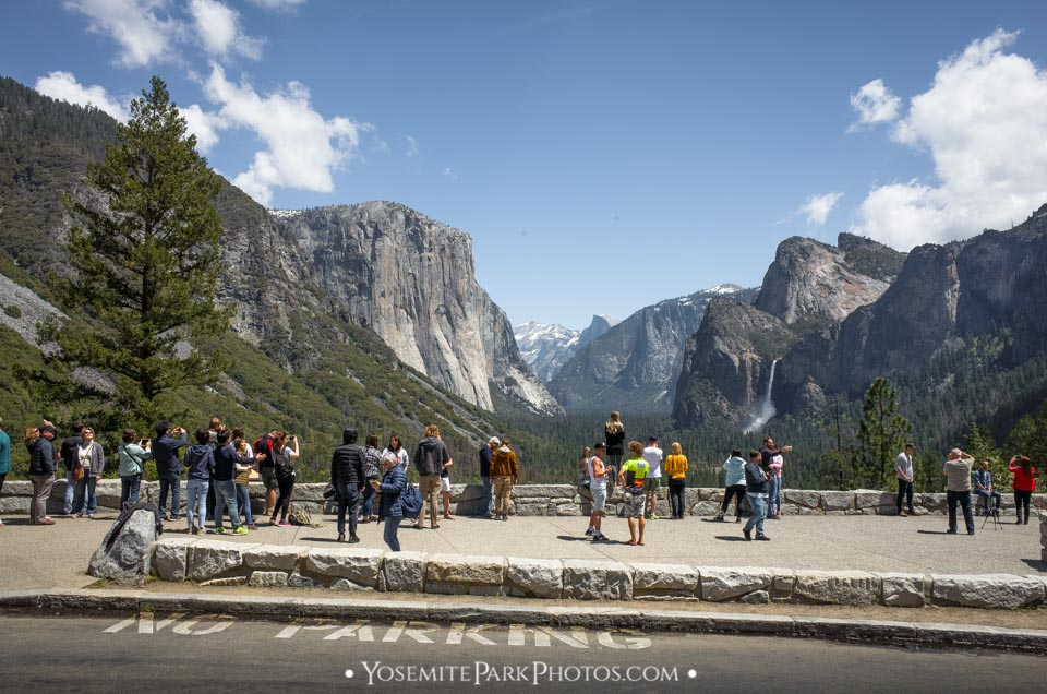 Tourist crowd at famous Tunnel View in May - Yosemite Editorial